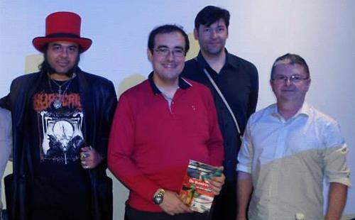 """Edgar Franco, Lucio Luiz, Paulo Ramos e Henrique Magalhães durante o lançamento do livro """"Os quadrinhos na era digital"""" (foto: Danielle Barros Fortuna)"""